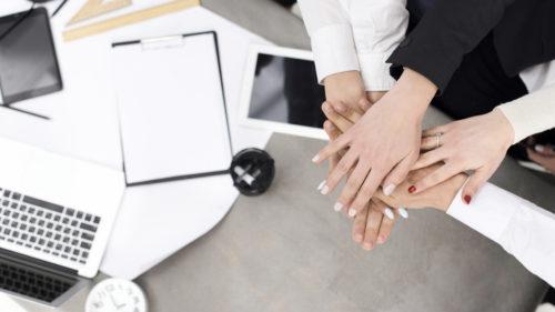 reunião de motivação com a equipe do seu salão de beleza, através de ferramentas de administração e gestão.