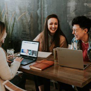 Saiba quais as tendências em redes sociais para salão de beleza, e invista no marketing e tecnologia para ter melhores resultados.