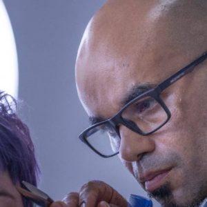 Neste vídeo aprenda a técnica de corte chanel de graduação com camadas para arrasar na carreira de cabeleireiro e corte de cabelo no salão de beleza